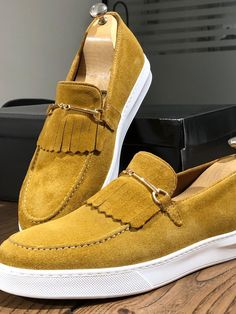 Black Leather Shoes, Calf Leather, Suede Leather, Black Shoes, Teenage Boy Fashion, Best Shoes For Men, Yellow Shoes, Dress With Boots, Moda Masculina