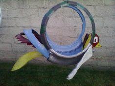 pájaro colorido..maceta con llanta reciclada