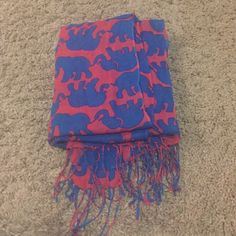 Lilly Pulitzer Tusk in Sun Scarf Used but great condition! Lilly Pulitzer Accessories Scarves & Wraps