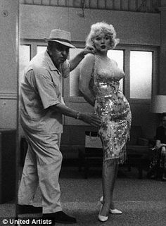 """Costume designer Orry-Kelly and Marilyn Monroe during a fitting for the production of Some Like It Hot he won an Oscar for his work on the film. For more rare photos, videos and more from """"Some Like It Hot"""" head over to our special collection. Estilo Marilyn Monroe, Marilyn Monroe Photos, Marylin Monroe, Cary Grant, Brigitte Bardot, Classic Hollywood, Old Hollywood, Orry Kelly, Cinema Tv"""