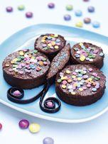 Le papillon. Cette recette est réalisée avec un fondant au #chocolat de chez #Picard. Et pour la deco : smarties, pastilles en sucre, rouleau de reglisse.