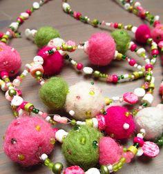felted necklace- tavaszi nemez nyaklánc