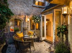 "UK: Cotswolds - Burford - ""Little Scarlet""  -  luxury self-catering cottage in the Cotswolds is set in the heart of Buford in Oxfordshire. Little Scarlet offers lovers a romantic retreat for a stolen weekends and holidays in the rolling countryside."