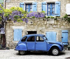 Provence toujours Plus Psa Peugeot Citroen, Vw Vintage, Hill Interiors, Provence France, Small Cars, South Of France, France Travel, Wisteria, Kyoto