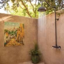 Located between two guest suites at a Phoenix home, this shower was inspired by ones that its owners saw while traveling in Bali and Thailand. #outdoorshowers #phgmag