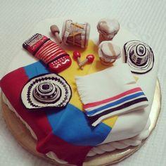 Colombia!!!! Colombian Dishes, Colombian Food, Fonda Paisa, Fondant Cakes, Cupcake Cakes, Burlap Centerpieces, Hispanic Art, Themed Cupcakes, Latin Food