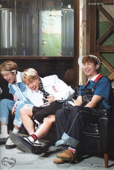 *☆°~Angels will fly to the moon~°☆* Cr:jalmotaesseo Jin, Bts Group Photos, Fandom, I Love Bts, Kpop, Bulletproof Boy Scouts, Rap Monster, Bts Photo, Bts Bangtan Boy