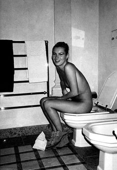 Kate Moss on the toilet. Respect your bowels. Doodyfreegirls.com