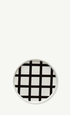 Spaljé tallrik Ø 20 cm från Marimekko Marimekko, Design Shop, Ceramic Plates, Decorative Plates, Master Of Fine Arts, Egg Holder, Scandinavian Living, Plate Design, Victoria And Albert Museum
