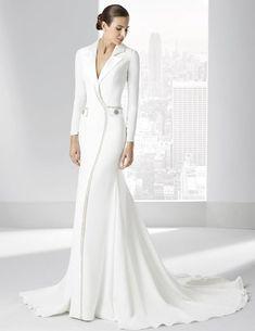 Traje de novia confeccionado en crep natural simulando un abrigo. Bridal Dresses, Prom Dresses, Formal Dresses, Wedding Attire, Wedding Gowns, White Fashion, Dress Making, Designer Dresses, Beautiful Dresses
