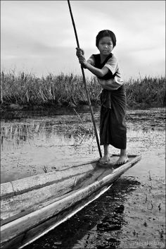Inle Lake, Burma by Pascal RIBEN - See it in a bigger version on a better background at http://www.pascalriben.com/facebook/manychildrenfromfareast/003_many_children_from_far_east_or_2006_02_0165.htm