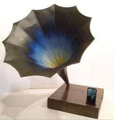Acoustic  iPhone Speaker Dock w/ Antique Phonograph Horn