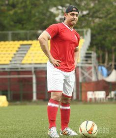 Aamir Khan the footballer Dangal Movie, Movies, Aamir Khan, Bollywood, Soccer, Football, India, Actors, Running