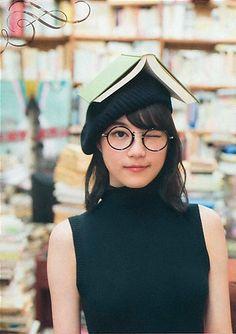 日々是遊楽也 Beautiful Japanese Girl, Japanese Beauty, My Beauty, Asian Beauty, Ikuta Erika, Natural Light Photography, Girl Short Hair, Girls With Glasses, Korean Actresses