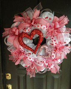 Deco Mesh Centerpieces | XL Valentine hearts deco mesh wreath by DazzlemeWreaths on Etsy, $95 ...
