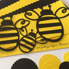 DIY backdrop - set of 20 paper fans for a BUMBLE BEE party  Get ready for Easter and school holidays! Create your own hand made backdrop.