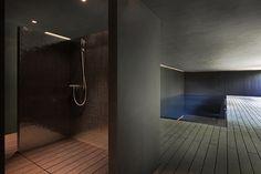 Mosaic shower and black concrete swimming pool. Olivier Vallat Architectes. Photo © Luca Fascini