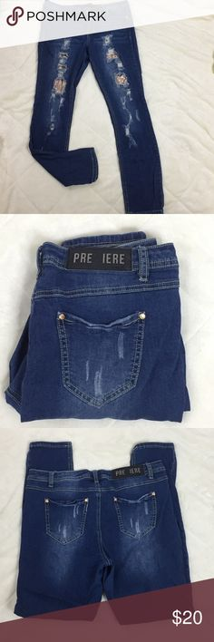 Premier by Rue 21 Skinny Leg Bling Size 11/12 Bling in the front under the factory destroyed holes are sequins Stretchy See materials, care and measurements on the pictures. 404 Premiere Denim by rue21 Jeans Skinny