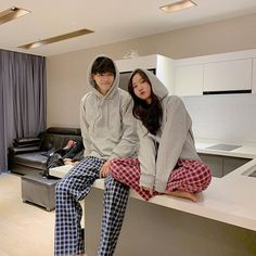 Pin by swing my way on couple goals in 2019 fashion Korean Best Friends, Boy And Girl Best Friends, Matching Couple Outfits, Matching Couples, Ulzzang Couple, Ulzzang Girl, Cute Couples Goals, Couple Goals, Cute Korean