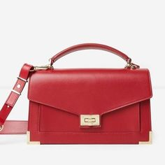 Redactrice Laure hoopt stiekem deze rode Emily bag van @thekooplesofficial onder de kerstboom te vinden. Voor meer cadeau-inspiratie  link in bio #christmasgifts #bagcrush #ladyinred #present #baglady - Celebrity #Fashion - Women's Clothing and Shoes - Handbags and Accessories - Lifestyles of Fashionistas and Shopaholics - Gift and Bargain Ideas - Style and Culture News - Leading Beauty Brands - Editorial Photography - International Magazine Covers - Supermodels and Runway Models