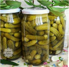 Sıcak Suyla Kurulan Salatalık Turşusu Hi, my esteemed brothers. The technique of making pickles with hot water was so popular that I wanted to share the recipe in detail. Appetizers For A Crowd, Seafood Appetizers, Appetizers For Party, Seafood Recipes, Pickle Juice Recipe, Pigs In A Blanket, Pickling Cucumbers, Turkish Recipes, Pickles