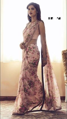 Do you require quality Classic Indian Sari something like Elegant Saree also Bollywood sari then Click Visit link above for more options Floral Print Sarees, Saree Floral, Pink Saree, Printed Sarees, White Saree, Floral Print Dresses, Chiffon Saree, Saree Dress, Dress Up