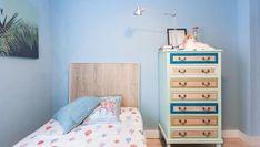 Pintar un mueble tipo chifonier de melamina de verde y azul Dresser As Nightstand, Table, Diy, Furniture, Color, Home Decor, Youtube, Paint Wood Furniture, Modern Bedroom Furniture