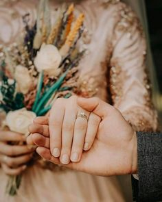 Weddings On A Budget, How To Plan And Manage With A Small Amount Of Money. Are you on the verge of getting hitched and need some wedding planning guidance? Muslim Couple Photography, Wedding Photography Poses, Wedding Poses, Wedding Photoshoot, Wedding Couples, Wedding Ideas, Hand Photography, Cute Muslim Couples, Cute Couples