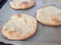 Pita chlieb (fotorecept) - recept | Varecha.sk Pizza, Cookies, Desserts, Food, Basket, Crack Crackers, Tailgate Desserts, Deserts, Biscuits