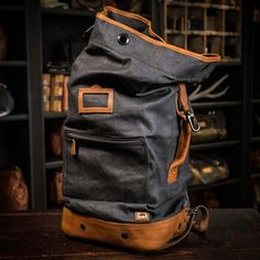 This vintage military backpack is a genuine reproduction made with waxed canvas. Backpack Travel Bag, Rucksack Backpack, Leather Backpack, Leather Bag, Canvas Leather, Waxed Canvas, Men's Backpacks, Stylish Backpacks, Backpack Organization