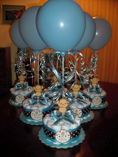 monkey baby shower diapers centerpiece with balloon baby blue baby shower centerpieces 7 new ideas for baby boys shower! Idee Baby Shower, Mesas Para Baby Shower, Shower Bebe, Baby Shower Diapers, Baby Shower Cakes, Baby Shower Gifts, Baby Gifts, Diaper Shower, Shower Party