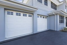 Made for the harsh Australian climate, B&D's Panelift sectional garage door has a unique pinch-free hinge & panel design for added safety for your family. Exterior Color Schemes, Paint Color Schemes, Exterior Paint Colors, Exterior House Colors, Dulux Paint Colours 2020, Sectional Garage Doors, Residential Garage Doors, House Paint Exterior, House Painting