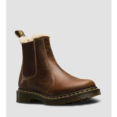 Chelsea boot 2976 Leonore from Dr Martens. Lined with soft faux fur. Chelsea boot in classic style. Leonore has Dr Martens characteristic yellow Dr Martens 2976, Doc Martens Stiefel, White Doc Martens, Doc Martens Style, Doc Martens Outfit, Doc Martens Boots, Dna, Chelsea Boots Style, Winter