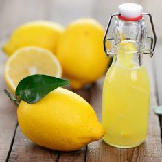 Remedies For Whiter Teeth Apply lemon juice to your scars to lessen them and make them much less visible. - Do you know that there really are ways that you can get rid of acne and pimples practically overnight, and without harsh synthetic chemicals? Back Acne Remedies, Home Remedies For Wrinkles, Cough Remedies, Natural Home Remedies, Health Remedies, Pimples Under The Skin, Acne And Pimples, Acne Scars, Pimple Marks