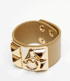 How is it that I cannot find an Hermes that has this CDC ring?!