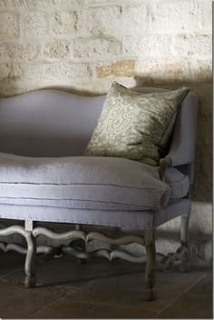 Décor de Provence: This has always been one of my very favorite colors. Beautiful against a stone backdrop