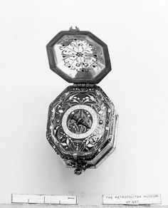 watch maker Pierre Vernede (french ca. 1630) - Case rock crystal enameled gold mounts; dial gold champlevé enamel; movement: gilded brass and partly blued steel