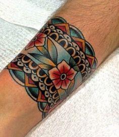 Cuff Tattoo Wrist, Tattoo Bracelet, Calf Tattoo, Chest Tattoo, Arm Band Tattoo, Old Tattoos, Body Art Tattoos, Tatuagem Old Scholl, Old School Tattoo Designs