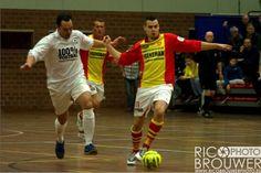 http://www.apeldoorn-nieuws.nl/fotoreeks-rico-brouwer-columbia-veeneman-zaalvoetbal-toernooi-dag-12-en-3/ Fotoreportage dag 1,2- en 3