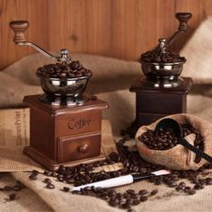 Retro Design Mini Manual Coffee Grinder with Hand-crank Roller