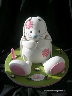White Rabbit   By: Benja  URL:  http://cakecentral.com/gallery/2289489/white-rabbit SORRY No Instructions