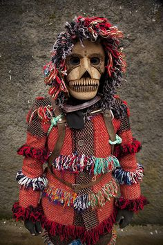 Another Careto de Ousilhao, Tras os Montes, Portugal. By Carlos González Ximénez. Love the coat and the wooden mask with the incredible teeth. Mask Face Paint, Tribal Costume, Portuguese Culture, Arte Popular, We Are The World, World Cultures, Masquerade, Wearable Art, New Art