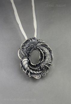 Jewelry | Jewellery | ジュエリー | Bijoux | Gioielli | Joyas | Art | Arte | Création Artistique | Artisan | Precious Metals | Jewels | Settings | Textures | Unique jewellery by Anna Mazoń