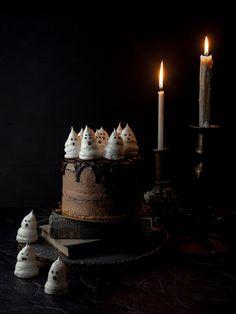 Σοκολατένιο κέικ με φαντασματάκια από μαρέγκα για το Halloween — Madame Gâteaux