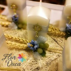 Great idea for first communion table decorations Communion Centerpieces, Communion Decorations, Table Decorations, First Communion, Room Decor, Flowers, First Holy Communion, Room Decorations, Decor Room