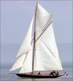 """""""Pen Duick I"""" a Fife design sailed by legendary French sailor Eric Tabarly, France's """"Iron Man"""" sailing legend was lost overboard in the Irish Sea off Wales, in 1998 at age MMc Classic Sailing, Classic Yachts, Sailing Classes, Char A Voile, Boat Art, Irish Sea, Love Boat, Wooden Ship, Yacht Boat"""