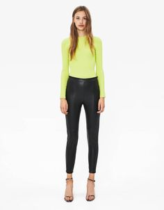 Have a look at the latest trends in women's trousers, shorts and leggings from Bershka's 2019 winter collection. Cargo, joggers, paperbag and striped trousers for every occasion from Faux Leather Leggings, Leather Pants, Tracksuit Bottoms, Trousers Women, Leggings Are Not Pants, Fashion News, Joggers, Capri Pants, Skinny