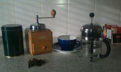 Dit is wat je nodig hebt voor de lekkerste koffie. Alleen de pollepel ontbreekt.