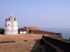 Visit Fort Aguada. Goa has a number of interesting forts but Fort Aguada is probably the most spectacular. Standing high above Sinquerim Beach, the fort was built in 1613 to stave off the Dutch and the Marathas. With its 1.3-metre thick walls, the fort is amazingly well preserved and the lighthouse, added in 1864, is an unusual feature. Alongside the history, Fort Aguada should be on your to-do list for the spectacular views it offers over the Arabian Sea.