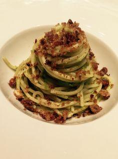 Spaghetti con crema di piselli bottarga e muddica